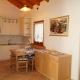 cucina-appartamento- Erica-con-tavolo