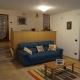 Soggiorno-con-divano-letto-appartamento-Erica