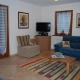 soggiorno-con-divano-e-pouf-trasformabile-in-letto-singolo